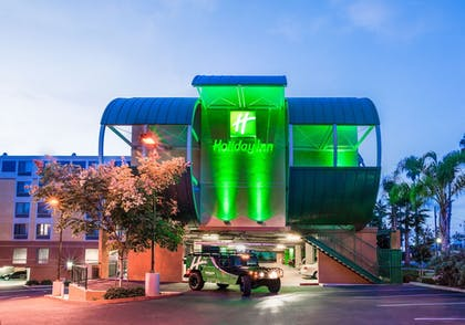 Hotel Front - Evening/Night | Holiday Inn Oceanside Camp Pendleton Area