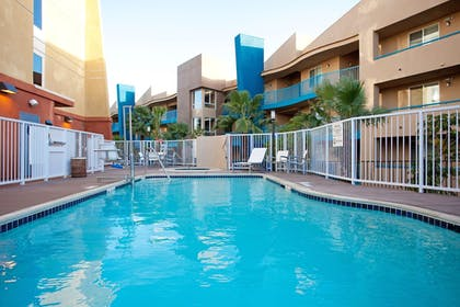 Outdoor Pool | Holiday Inn Oceanside Camp Pendleton Area