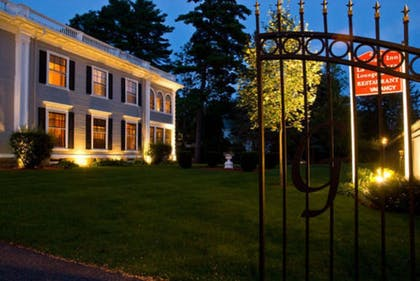 Hotel Front - Evening/Night | Gateways Inn & Restaurant