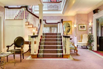Staircase | Gateways Inn & Restaurant