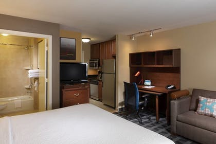 Guestroom | TownePlace Suites by Marriott Houston Intercontinental Arpt