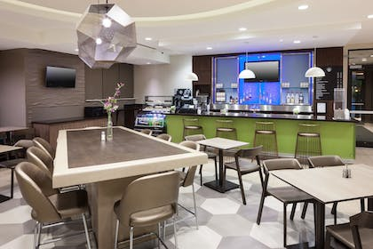 Family Dining | SpringHill Suites by Marriott Orlando at SeaWorld