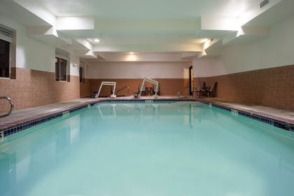 Pool | Holiday Inn Express Hotel & Suites NEWPORT
