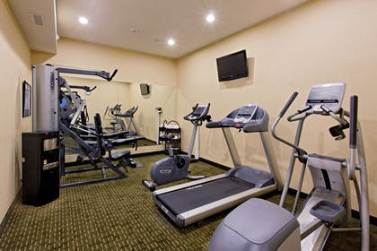 Fitness Facility | Holiday Inn Express Hotel & Suites NEWPORT