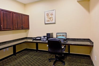 Business Center | Holiday Inn Express Hotel & Suites NEWPORT