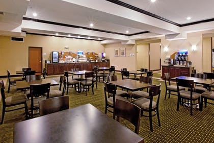 Restaurant | Holiday Inn Express Hotel & Suites NEWPORT