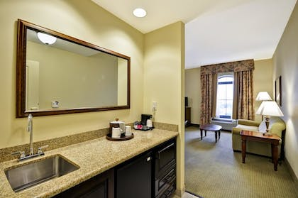 Hotel Bar | Hampton Inn & Suites North Charleston-University Blvd
