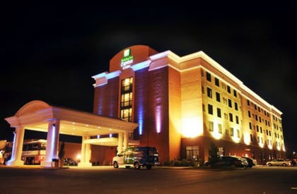 Hotel Front - Evening/Night | Holiday Inn Express Hotel & Suites Norfolk Airport
