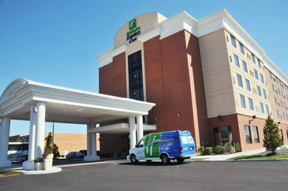 Exterior | Holiday Inn Express Hotel & Suites Norfolk Airport