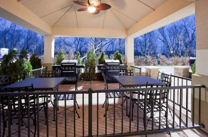 BBQ/Picnic Area | Candlewood Suites Milwaukee Airport