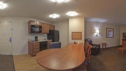 Living Area | Candlewood Suites Milwaukee Airport
