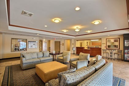 Lobby Sitting Area | Candlewood Suites Milwaukee Airport