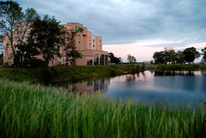 Exterior | Holiday Inn Express Hotel and Suites Mankato East