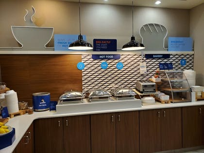 Breakfast Area | Holiday Inn Express Hotel and Suites Mankato East