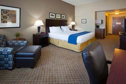 Guestroom | Holiday Inn Express Hotel and Suites Mankato East