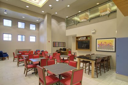 Restaurant | Holiday Inn Express Hotel and Suites Mankato East