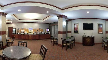 Breakfast Area | Holiday Inn Express Hotel and Suites Fort Stockton