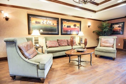 Lobby Sitting Area | Hampton Inn & Suites Pinedale