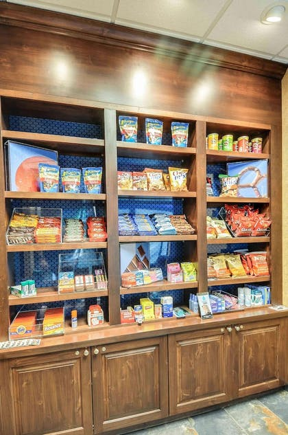 Snack Bar | Hampton Inn & Suites Pinedale