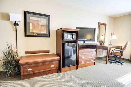 Living Area | Hampton Inn & Suites Pinedale