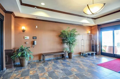 Interior Entrance | Hampton Inn & Suites Pinedale