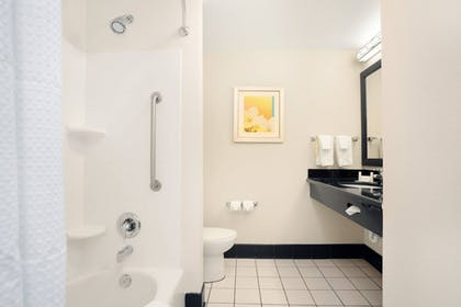 Bathroom | Fairfield Inn & Suites by Marriott St. Augustine I-95