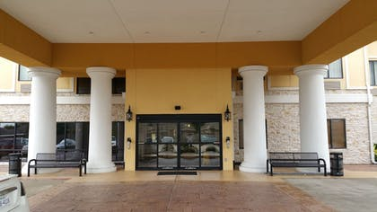 Porch | Sleep Inn And Suites Pearland - Houston South