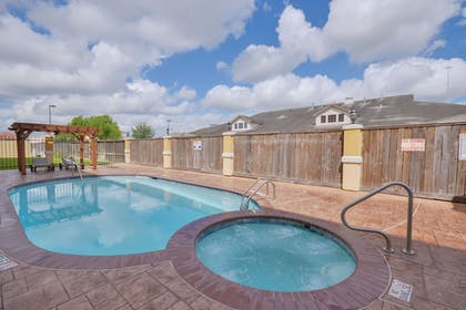 Outdoor Pool | Sleep Inn And Suites Pearland - Houston South