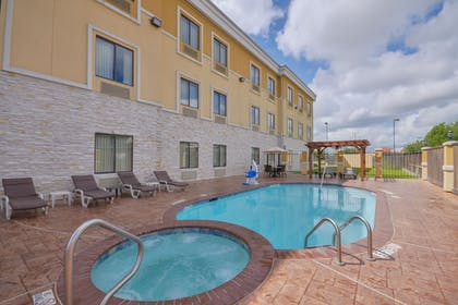 Outdoor Spa Tub | Sleep Inn And Suites Pearland - Houston South