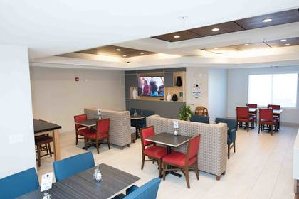 Restaurant | Holiday Inn Express Hotel & Suites West Coxsackie