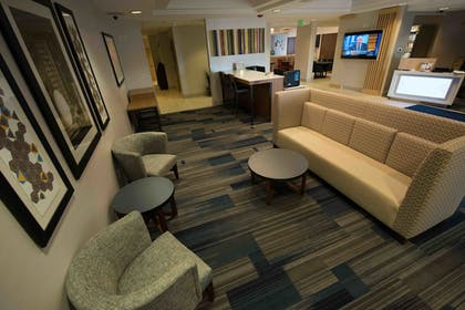 Lobby Lounge | Holiday Inn Express Hotel & Suites West Coxsackie
