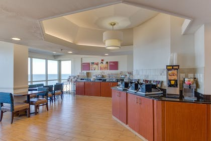Restaurant | Comfort Suites Beachfront