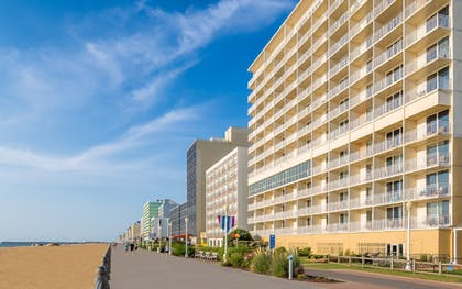 Featured Image | Comfort Suites Beachfront