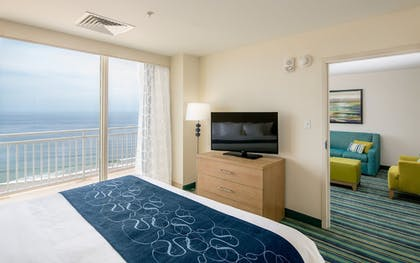 Guestroom | Comfort Suites Beachfront