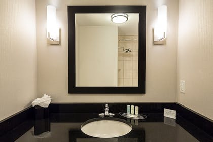 Bathroom | Comfort Suites Beachfront