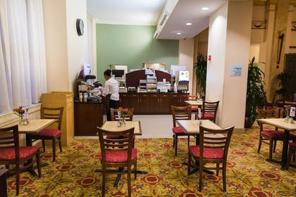 Restaurant | Holiday Inn Express Baltimore Downtown