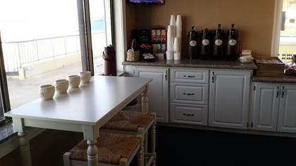 Breakfast Area | Shoreline Island Resort - Exclusively Adult