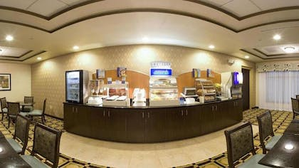 Breakfast Area | Holiday Inn Express & Suites Newport S