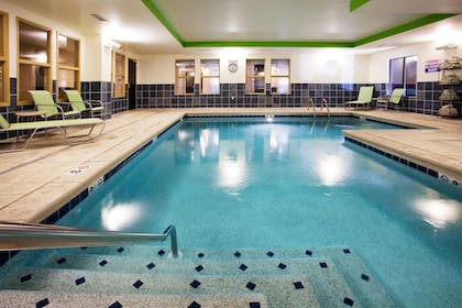 Pool | Holiday Inn Express & Suites Newport S