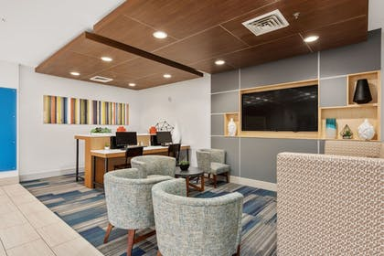 Lobby | Holiday Inn Express Hotel and Suites West Valley
