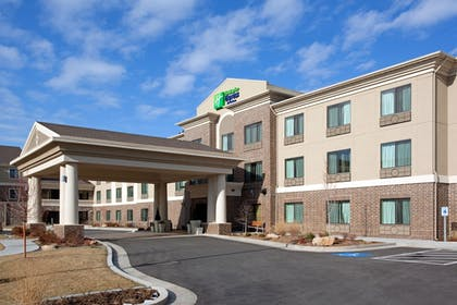 Featured Image | Holiday Inn Express Hotel and Suites West Valley