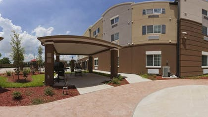 BBQ/Picnic Area | Candlewood Suites Baytown