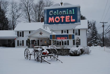 Hotel Front | Colonial Motel