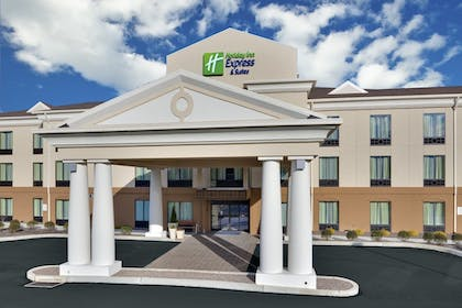 Exterior | Holiday Inn Express Hotel & Suites Lebanon