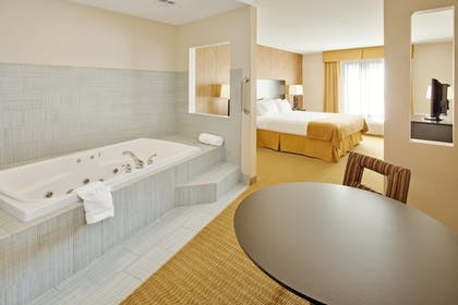 Room | Holiday Inn Express Hotel & Suites Lebanon