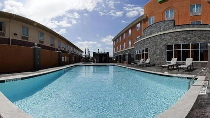 Outdoor Pool | Holiday Inn Express Hotel & Suites Clute - Lake Jackson