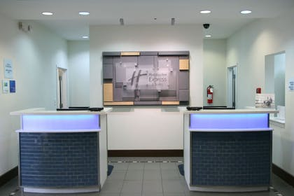 Lobby | Holiday Inn Express Hotel & Suites Clute - Lake Jackson