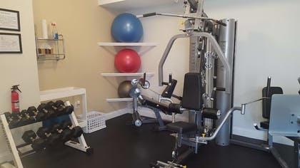 Fitness Facility | Crescent Suites Hotel