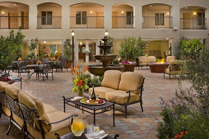 Outdoor Dining   Ayres Hotel & Spa Mission Viejo