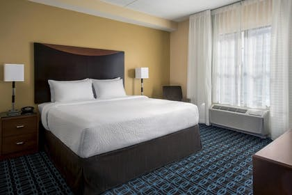 Guestroom | Fairfield Inn & Suites Baltimore Downtown/Inner Harbor